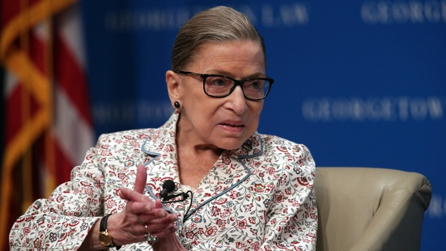 Ruth Bader Ginsburg aparece tras tratamiento por tumor en el páncreas