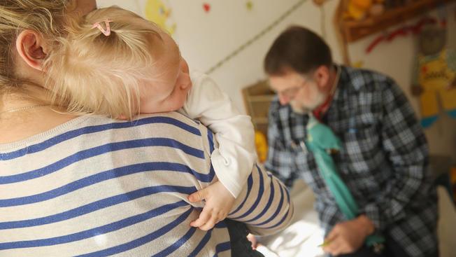 Reportan primer caso de niño con sarampión