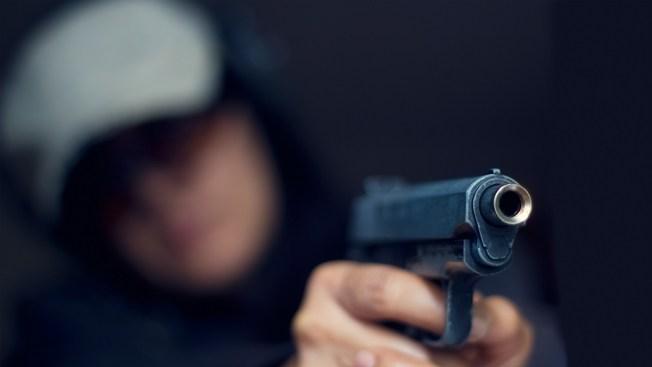 Enmascarados asaltan gasolinera en Moca