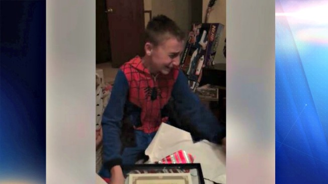 Viral: regalo navideño desata memorable reacción de niño