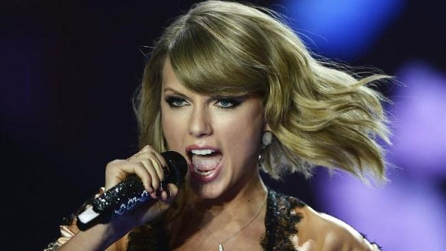 Fan de Taylor Swift le propone ser su date en su graduación