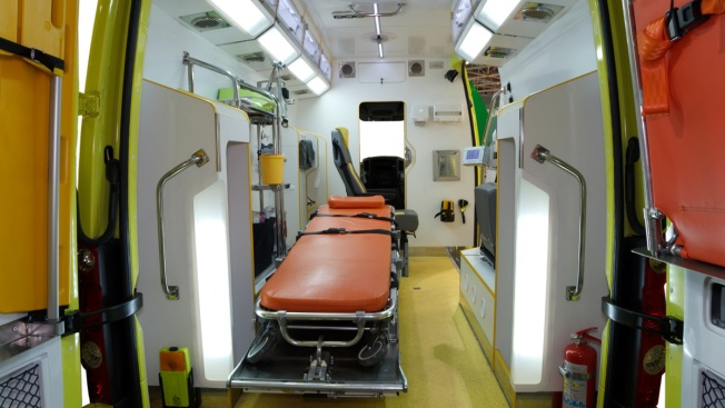 Gobernador entrega ambulancias a Emergencias Médicas
