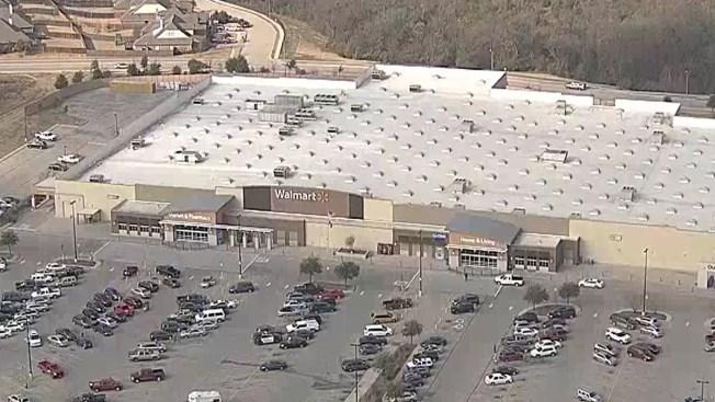 Cierran de emergencia tienda Walmart
