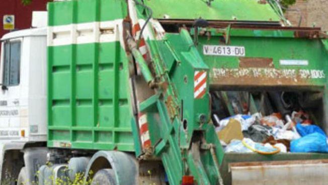 Motociclista impacta camión de basura