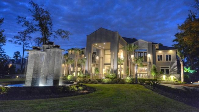 """""""Ganga"""", casa del clóset millonario en área de Houston rebajada un 40%"""