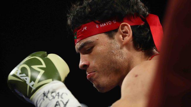 Colgar los guantes o hacer el ridículo, dilema en el boxeo