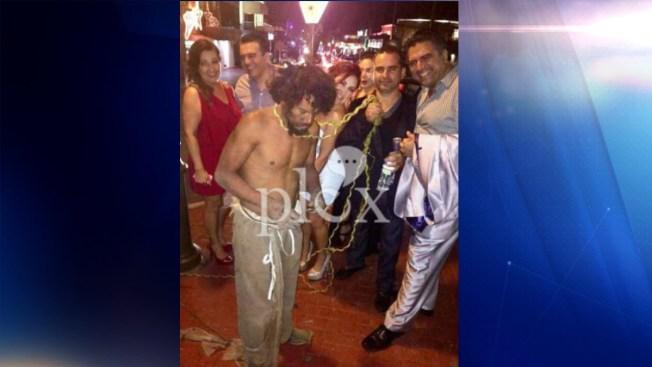 Indigna imagen viral de maltrato a indigente en Ensenada