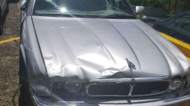 Citan a padres de menor que se llevó un Jaguar y chocó varios vehículos