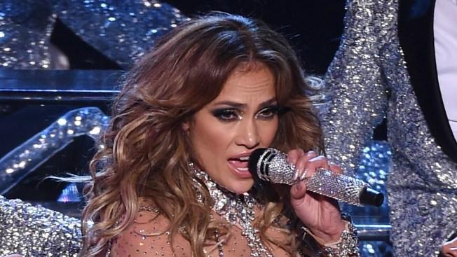 Jennifer López ofrece concierto gratuito por Clinton
