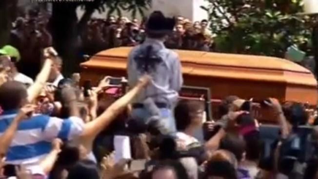 Miles participan de misa por Joan Sebastian