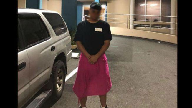 ¿Discrimen? Alegan hospital negó entrada a hombre por usar falda