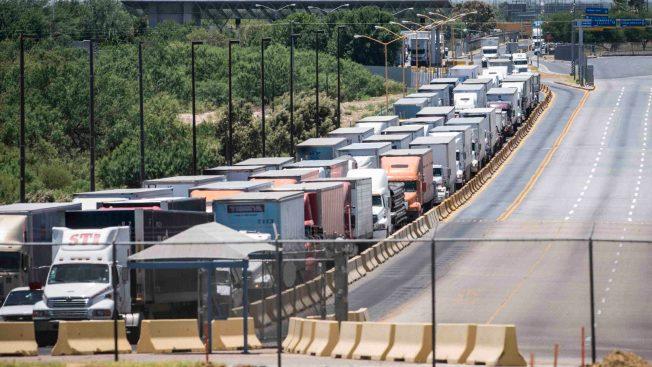 """CBP anuncia cierre momentáneo de garita de Laredo por """"ceremonia del abrazo"""""""