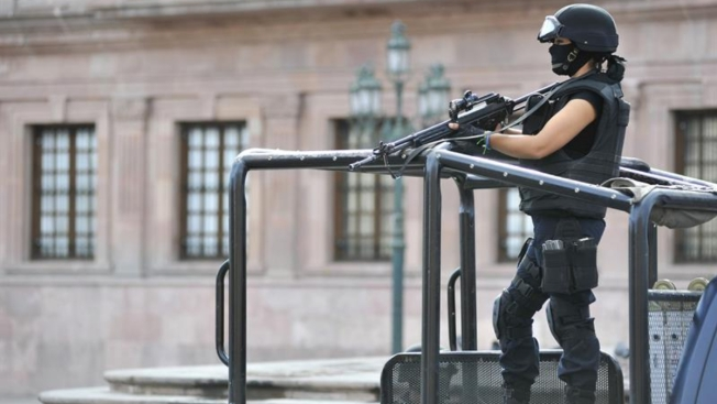 Chocan policías y presuntos criminales: 9 muertos