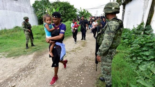 Fuerzas de seguridad frenan fuga de migrantes