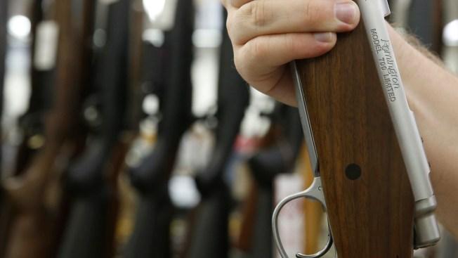 Hombre se dispara en el pie con una escopeta