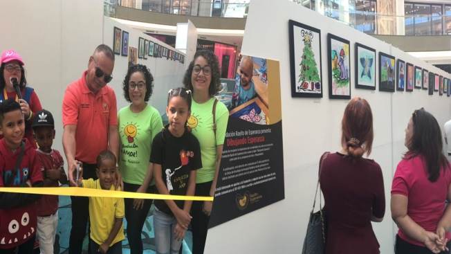 Niños pacientes de cáncer logran exhibición de pinturas
