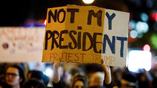Sondeo muestra a EEUU dividido sobre la gestión de Trump