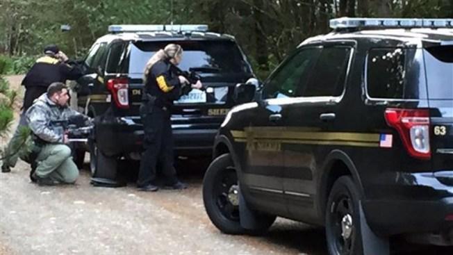 Cinco muertos tras un tiroteo en una casa