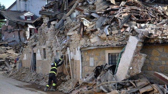 Aumentan los muertos por sismo en Italia a 291