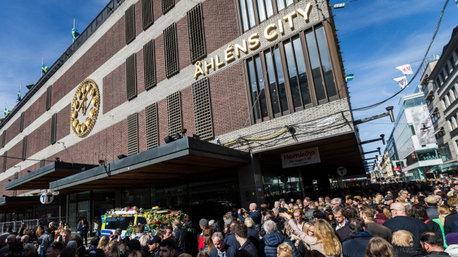 Atentado terrorista con camión dejó al menos cuatro muertos — Estocolmo