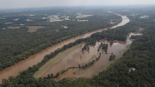Represa se desborda y cientos más evacúan tras Florence