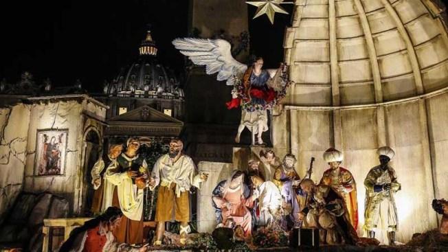 Mujer intenta llevarse el niño Jesús del belén del Vaticano