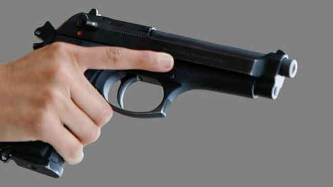 Mujer y familiares ilesos tras tiroteo contra su casa