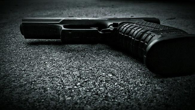 Balacera deja un muerto y un herido en Arroyo