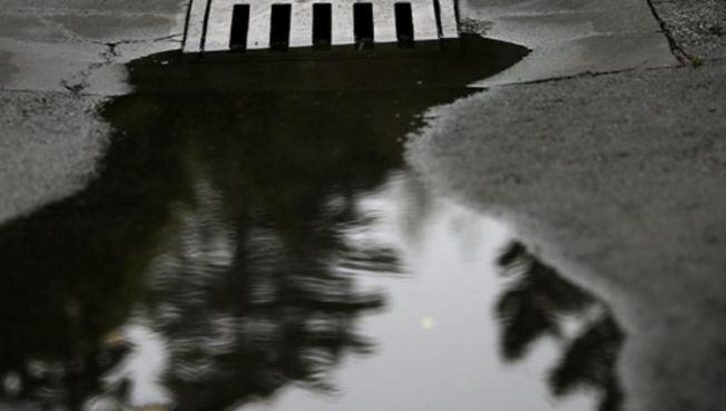 Desesperación en Loíza por desbordamiento de aguas usadas