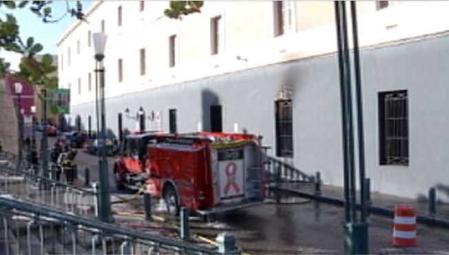 Logran extinguir fuego en Cuartel de Ballajá