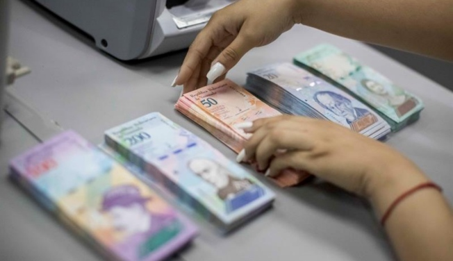 Venezuela oficializa la devaluación del 95,8 %