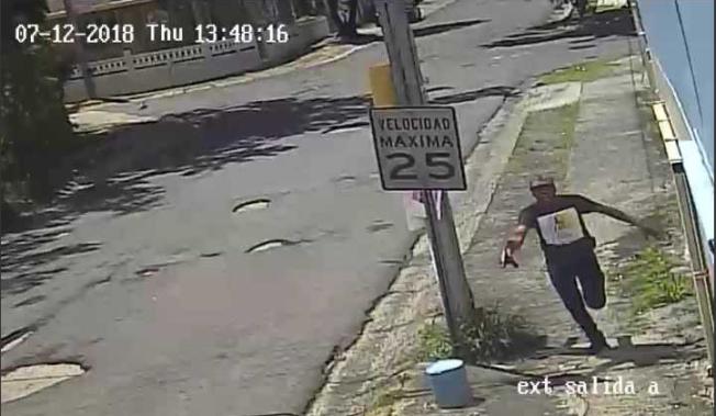 Sujeto dispara en plena avenida para robarse un auto