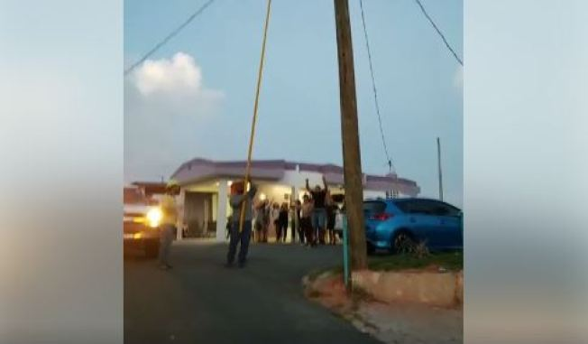 Celebran llegada de la luz en sector de Humacao