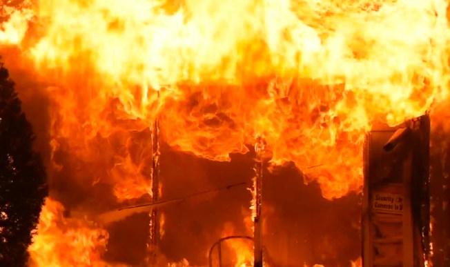 Voraz incendio deja 16 heridos en Queens