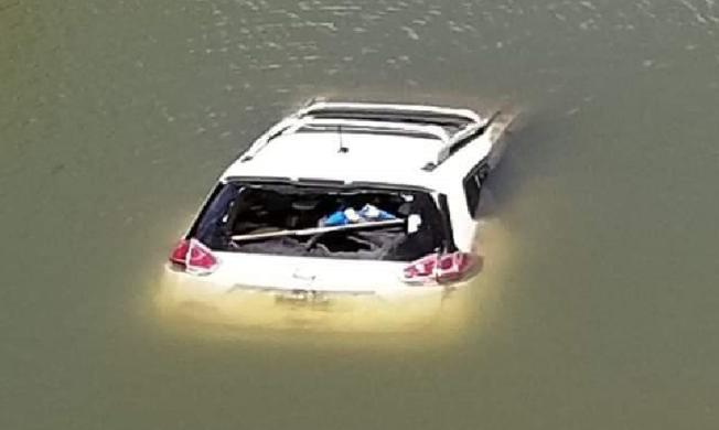 Encuentran guagua robada en río de Gurabo