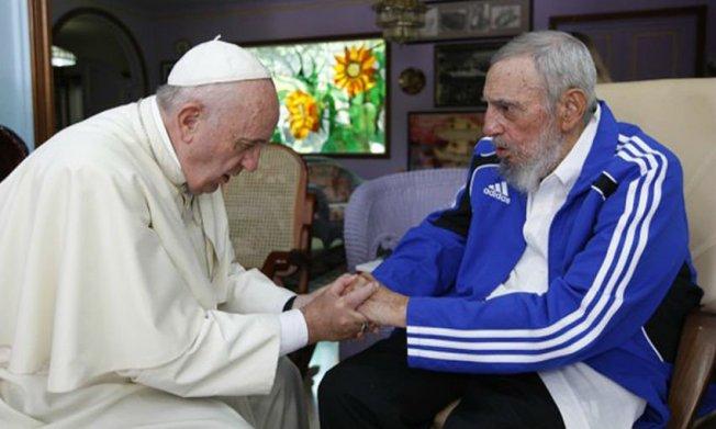 Papa Francisco: Rezo por el descanso de Fidel Castro