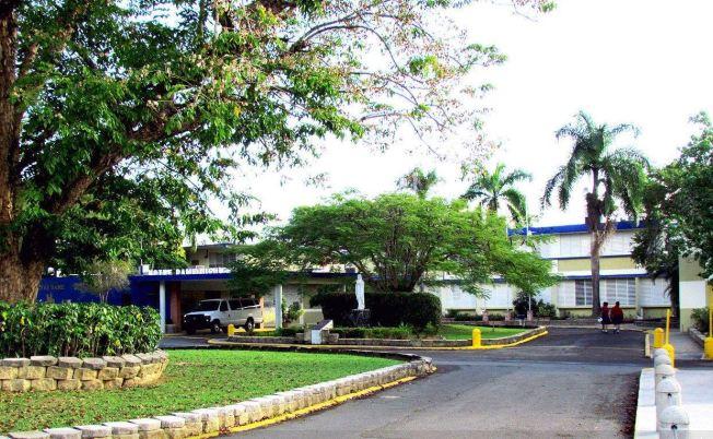 Arrestan a dos sujetos en colegio católico de Caguas