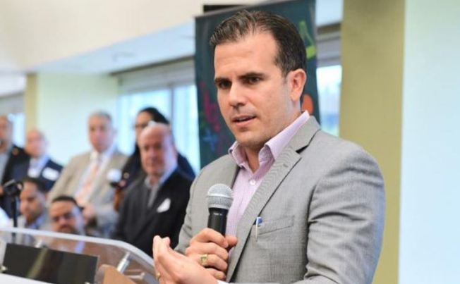 Rosselló anuncia contratación de cientos de maestros
