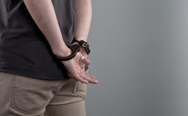 Arrestan a jóvenes por posesión de drogas