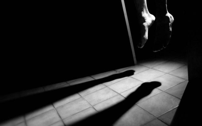 Arrestado por violencia doméstica y se suicida en celda