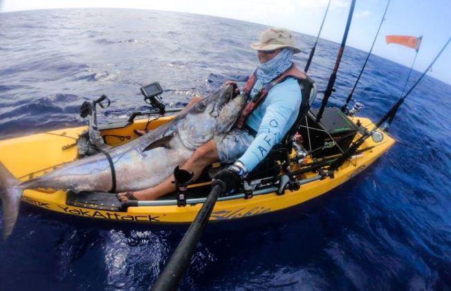 Boricua rompe récord con enorme atún