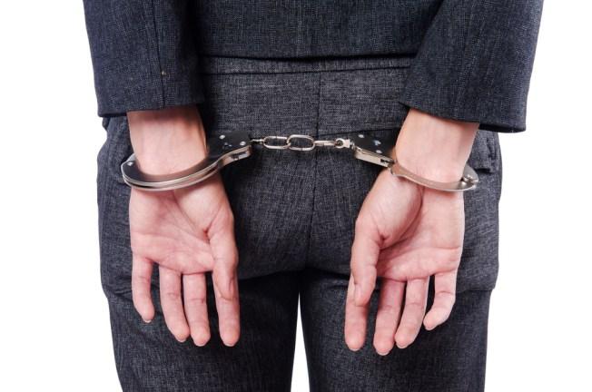 Causa para arresto contra exempleada de Hacienda