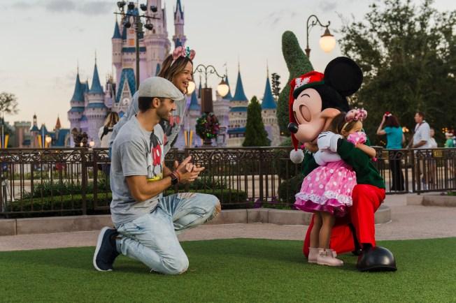 Paulina muestra por primera vez a su hijo Eros