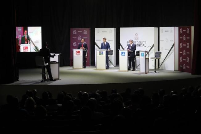 Pensiones, educación y seguridad centran un debate presidencial en El Salvador