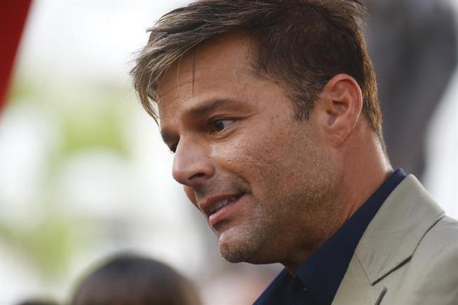 Entubado padre de Ricky Martin