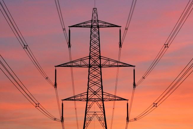 Miles sin servicio de electricidad en el oeste