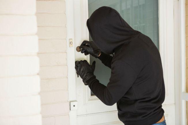 Pillo agrede a mujer en robo domiciliario en Vega Alta
