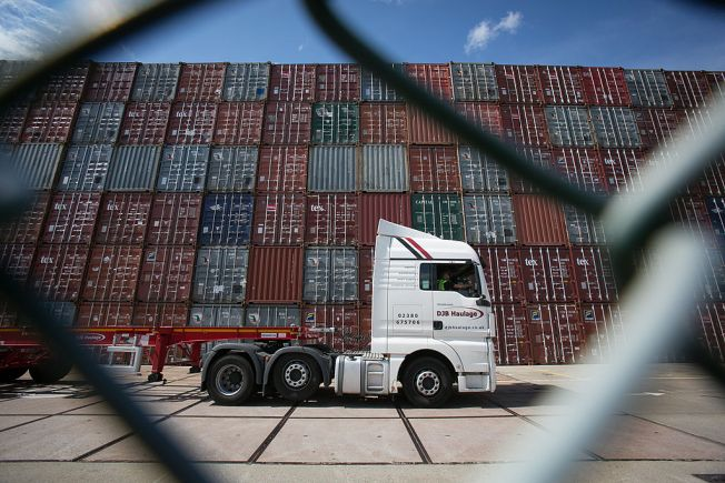 Roban vagón con piezas de la compañía Carrier
