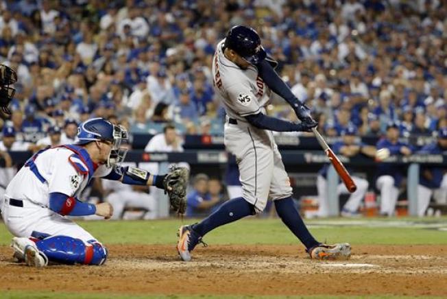 Dodgers y Astros van por el desempate en la Serie Mundial