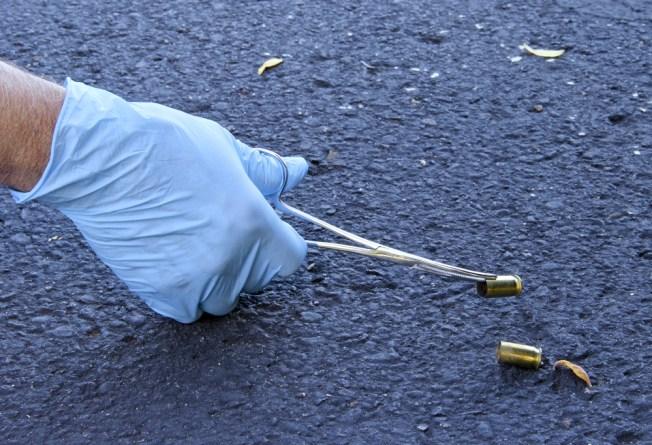 Dos hombres resultan heridos de bala en hechos separados